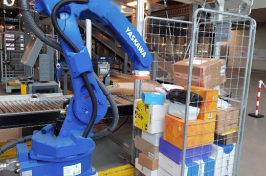 De robots van Fizyr herkent pakketjes en weet precies waar deze geplaatst moeten worden dankzij AI
